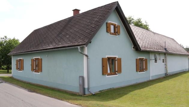 In diesem Haus in Gralla geschah die Bluttat. (Bild: Christian Jauschowetz)