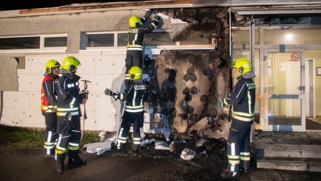 Hier brannte ein Papiercontainer an der VS Haid. (Bild: FOTOKERSCHI.AT / KERSCHBAUMMAYR)