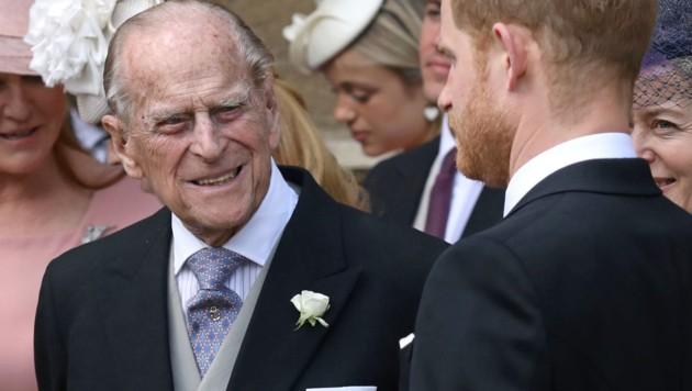Prinz Philip mit seinem Enkel Prinz Harry (Bild: AFP or licensors)