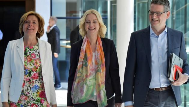 Das interimistische SPD-Führungstrio Malu Dreyer, Manuela Schwesig und Thorsten Schäfer-Gümbel (Bild: APA/AFP/TOBIAS SCHWARZ)