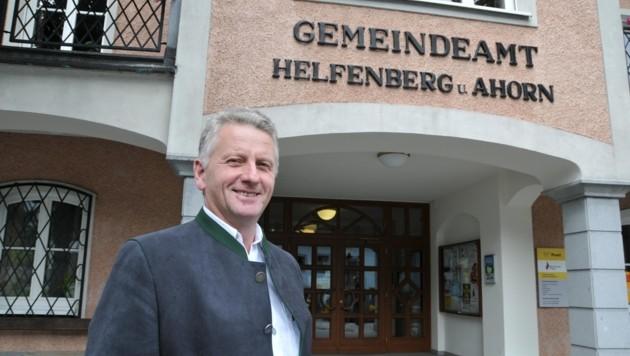 Bürgermeister Josef Hintenberger fühlt sich beim Stromleitungsbau seitens des Landes schlecht informiert. (Bild: Robert Loy)