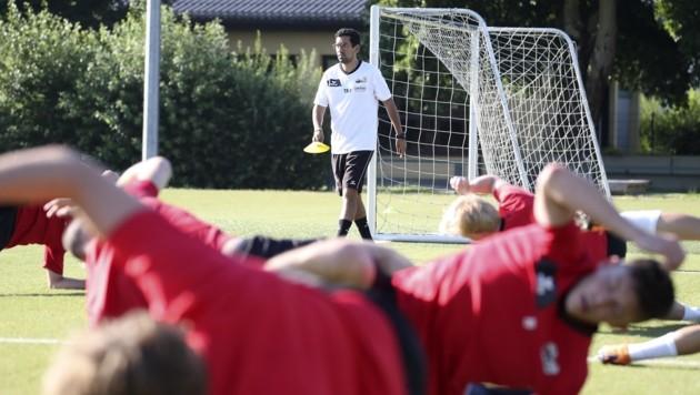 Anif mit Neo-Trainer Ikache schwitzt schon seit Montag für die neue Saison. (Bild: Tröster Andreas)
