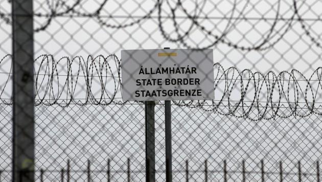 Der Grenzzaun in Ungarn wurde während des Höhepunkts der Flüchtlingskrise im Herbst 2015 errichtet. (Bild: AP)
