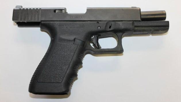 Die Gaspistole war einer echten Pistole täuschend ähnlich (Bild: AP)