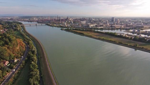 Die Donau in Linz. (Bild: APA/HELMUT FOHRINGER)