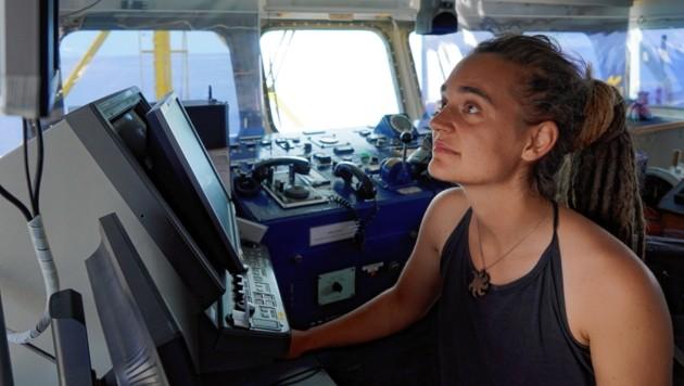 Carola Rackete an Bord der Sea-Watch 3 (Bild: EPA)
