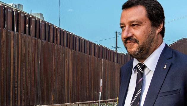 Italiens Innenminister Matteo Salvini findet offenbar Gefallen an der US-Grenzmauer. (Bild: stock.adobe.com, AFP, krone.at-Grafik)