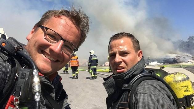 Die Helden: Zugskommandant Lukas Pavitsich und Gruppenkommandant Andreas Wirth retteten ihren Kameraden vor dem sicheren Tod durch giftige Rauchgase. (Bild: FF Steinbrunn)