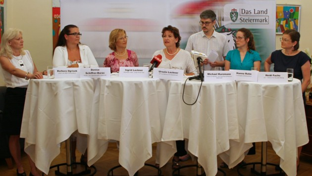 Ursula Lackner und steirische Experten sind für externe Sexualpädagogik an den Schulen (Bild: Land Steiermark)