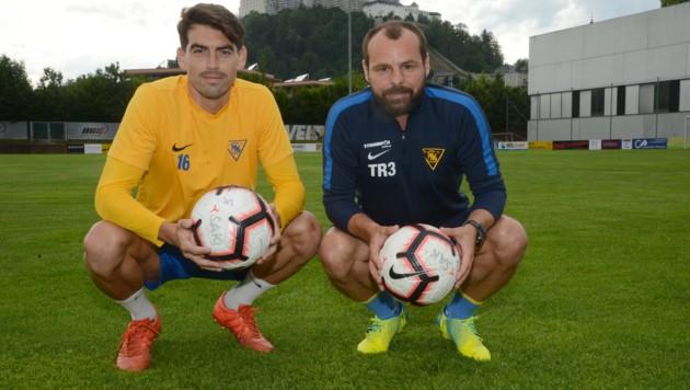 Roman Wallner (re.) kümmert sich als SAK-Individualtrainer speziell um die Stürmer. Auch um den spanischen Testpilot Jonathan Quintero, der gestern in Nonntal empfangen wurde. (Bild: LAUXFOTO-SALZBURG)