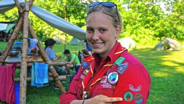 Pia (15) aus St. Veit ist eine begeisterte Pfadfinderin und stolz auf ihre Spezialabzeichen (Bild: Wallner Hannes/Kronenzeitung)