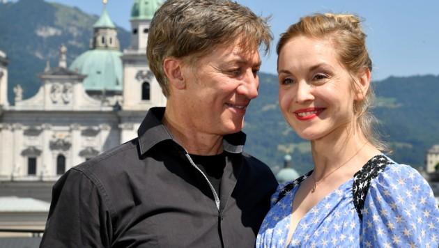 Tobias Moretti (Jedermann) und seine neue Buhlschaft Valery Tscheplanowa (Bild: APA/BARBARA GINDL)