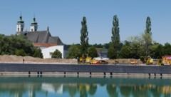 Derzeit werden Instandhaltungsarbeiten am Staubecken durchgeführt und eine Fischaufstiegshilfe gebaut. (Bild: LiveBild)