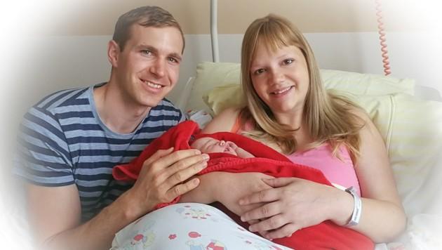 Elisabeth Feichtinger und ihr Mann Florian mit Lea (Bild: Familie Feichtinger)