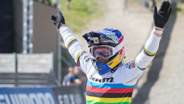 Trotz Sturz und Schmerzen sicherte sich Valentina Höll den zehnten Sieg im Junioren-Weltcup. (Bild: GEPA pictures)