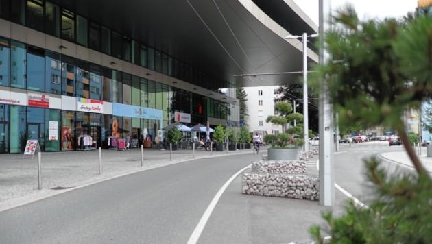 Der Verkehr wird im Bereich vor der Stadtbibliothek beruhigt, die Verkehrsinseln begrünt. (Bild: Grill Max/Kronenzeitung)