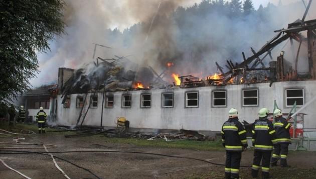 Stundenlang standen die Feuerwehren im Löscheinsatz. (Bild: FF Olsach-Molzbichl)