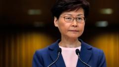 Hongkongs Regierungschefin Carrie Lam (Bild: AP)