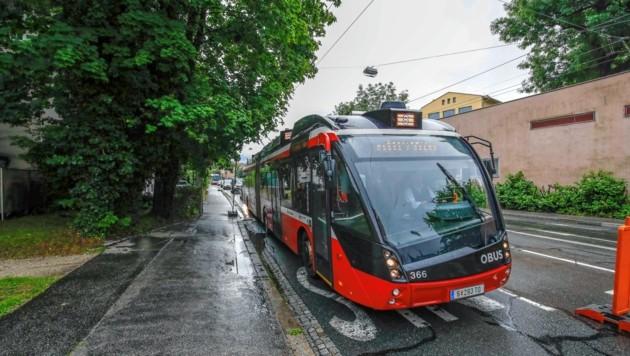 Autos können nun bei der Haltestelle Künstlerhaus an den Obussen vorbeifahren. (Bild: Markus Tschepp)