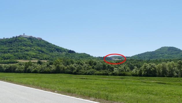 Hier befindet sich das Weingut Roxanich. Links davon liegt Motovun. (Bild: Stephan Schätzl)