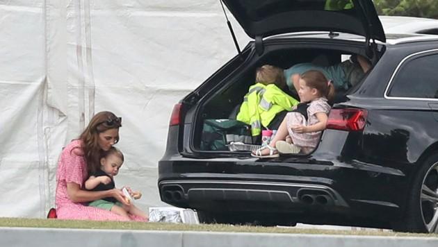 Die royale Rasselbande von Kate und William hatte beim Polo viel Spaß. (Bild: AP)