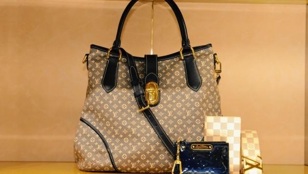 Eine Designertasche ähnlich dieser wurde gestohlen. (Bild: HAUTER,KATRIN / Action Press / picturedesk.com)