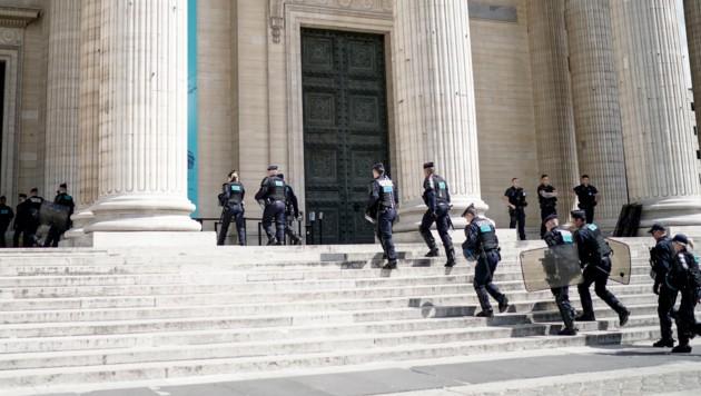 Zahlreiche Polizisten waren im Einsatz. (Bild: AFP)