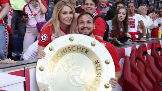 Andreas Ulmer mit Ehefrau Sarah und Meisterteller (Bild: Andreas Tröster/Kronenzeitung)