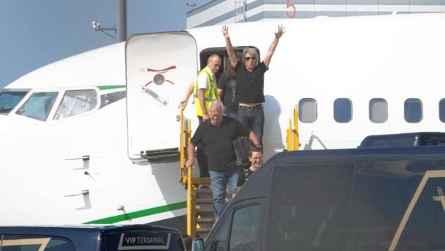 Jon Bon Jovi zeigte sich bei seiner Ankunft in Wien-Schwechat top motiviert. (Bild: babiradpicture - abp)