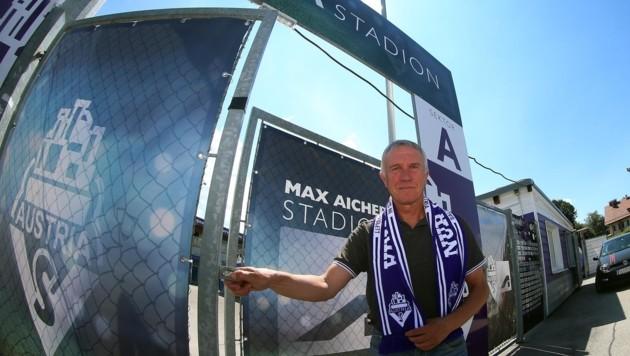Rainer Hörgl vorm Austria-Stadion in Maxglan. (Bild: krugfoto/Krug Daniel sen.)
