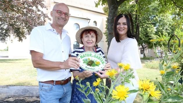 Annelie Wagner mit Ortschef Heidenreich und Astrid Eisenkopf (Bild: Reinhard Judt)