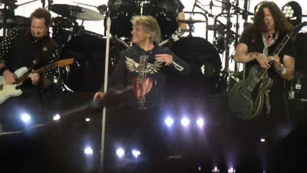 Bon Jovi rockte das Ernst-Happel-Stadion. (Bild: APA/HERBERT PFARRHOFER)