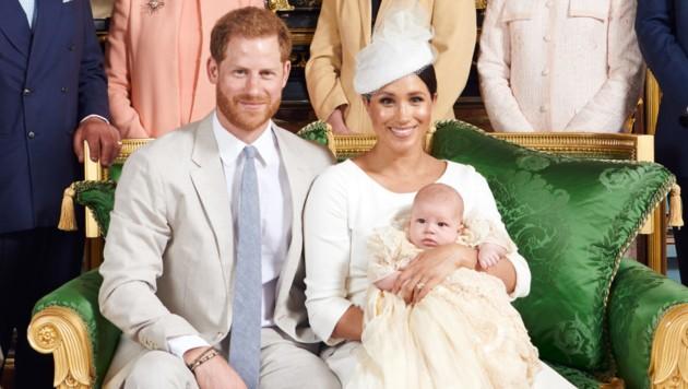 Prinz Harry und Herzogin Meghan mit Baby Archie (Bild: AFP)