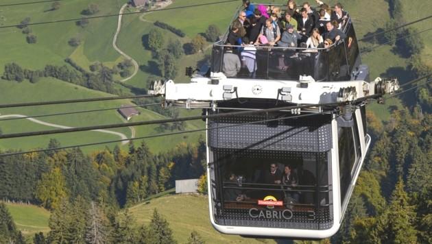 Die Cabrio-Gondelbahn auf das Stanserhorn in der Schweiz (Bild: AFP)