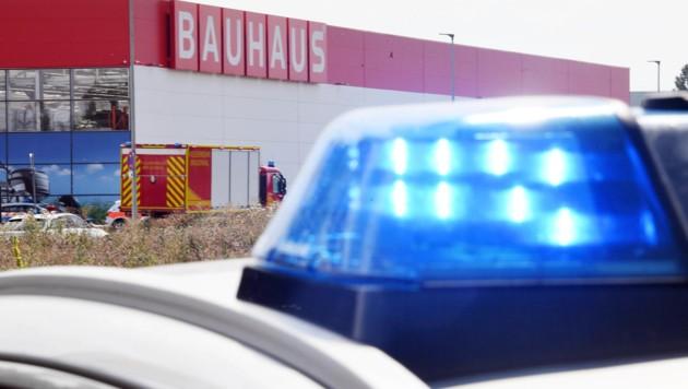 Kleinflugzeug kracht in Baumarkt - Drei Tote!