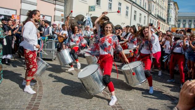 Samba und Pflasterspektakel gehören einfach zusammen! (Bild: Jack Haijes)