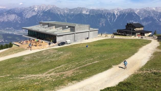Bergstation und Schutzhaus (hinten): genug Gäste für beide (Bild: Philipp Neuner)