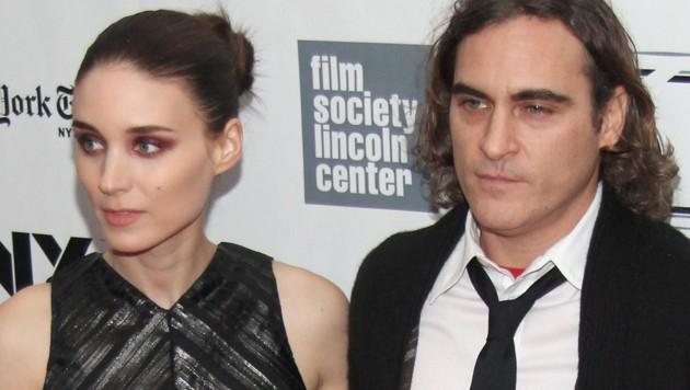 Die Hollywoodstars Joaquin Phoenix und Rooney Mara haben sich verlobt. (Bild: 2013 Getty Images)