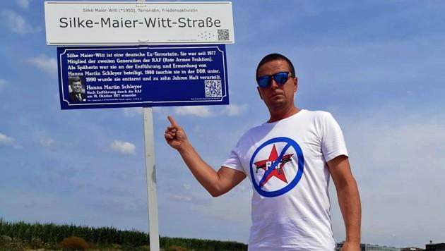 Mit der Zusatztafel kann auch FPÖ-Klubobmann Toni Mahdalik leben. (Bild: Toni Mahdalik)