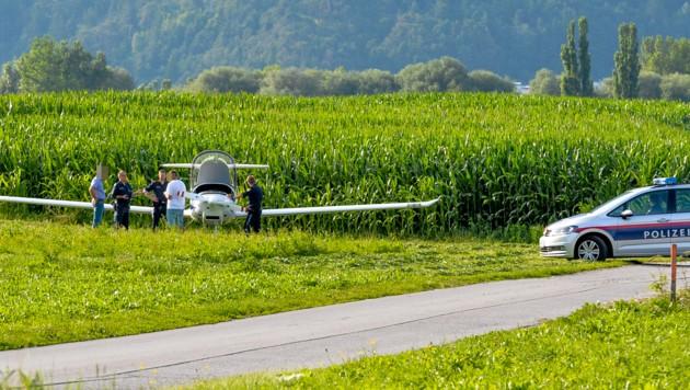 Notlandung eine Kleinflugzeuges in Oberhofen (Bild: Zeitungsfoto.at/Team)