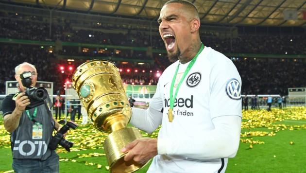 Boateng nach dem Pokal-Sieg 2018 mit Frankfurt (Bild: GEPA )