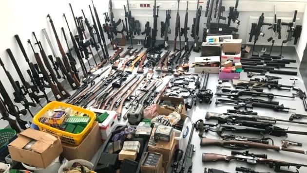All diese Waffen bunkerte ein Pensionist illegal