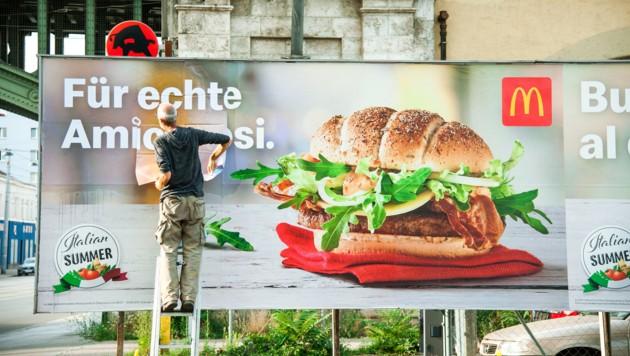 Die neuen Plakate sollen den Ärger der Italiener besänftigen. (Bild: McDonald's Österreich)