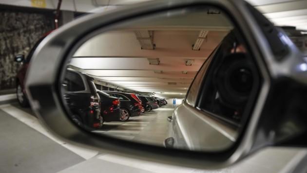 1300 Stellplätze gibt es derzeit im Mönchsberg. Die Garage soll um 26 bis 28 Millionen Euro ausgebaut werden. (Bild: MARKUS TSCHEPP)