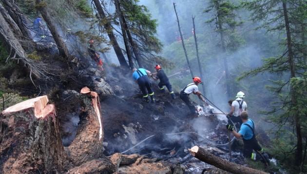 In drei Bezirken des Landes herrscht derzeit erhöhte Waldbrandgefahr (Symbolfoto). (Bild: APA/BFV LIEZEN/SCHL†SSLMAYR)