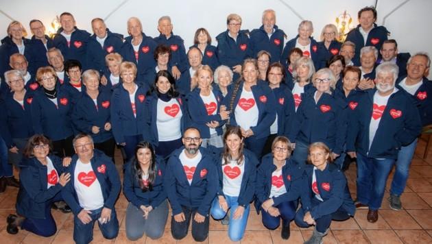 """Das herzliche Team von """"Rollende Herzen"""" rund um Obfrau Tina Widmann. (Bild: www.vogl-perspektive.at/Verein Rollende Herzen)"""