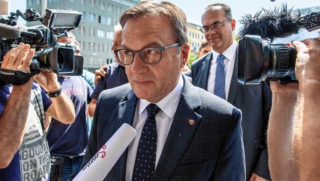 Der Tiroler Landeshauptmann hält an den umstrittenen Fahrverboten fest. Deshalb ist auch eine mögliche Klage aus Berlin noch nicht vom Tisch. (Bild: EPA)