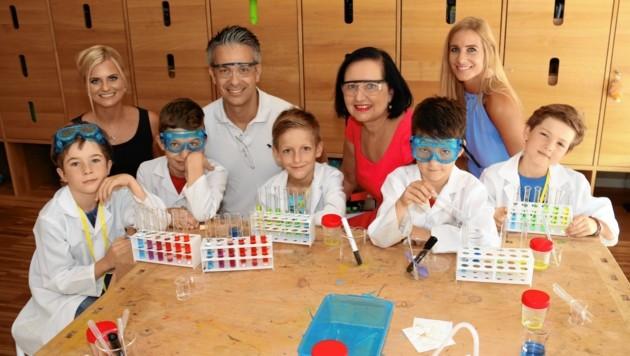 Waren von den kleinen Talenten beeindruckt: Lisa Glück, Kurt Hohensinner, Elisabeth Meixner und Anna Pongratz (v. li.) (Bild: Christian Jauschowetz)