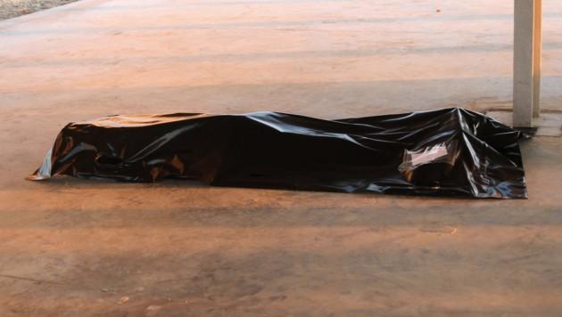 Eine der geborgenen Leichen (Bild: AFP)