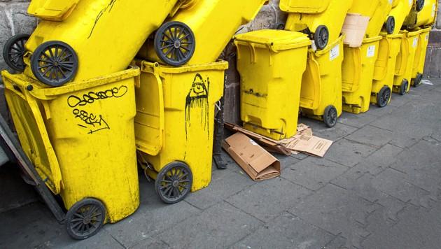 Schmutzkübel: Der Wahlkampf ist jetzt schon am Tiefpunkt angelangt. Alle Beteuerungen für eine saubere Auseinandersetzung nutzten bisher nichts. (Bild: stock.adobe.com)